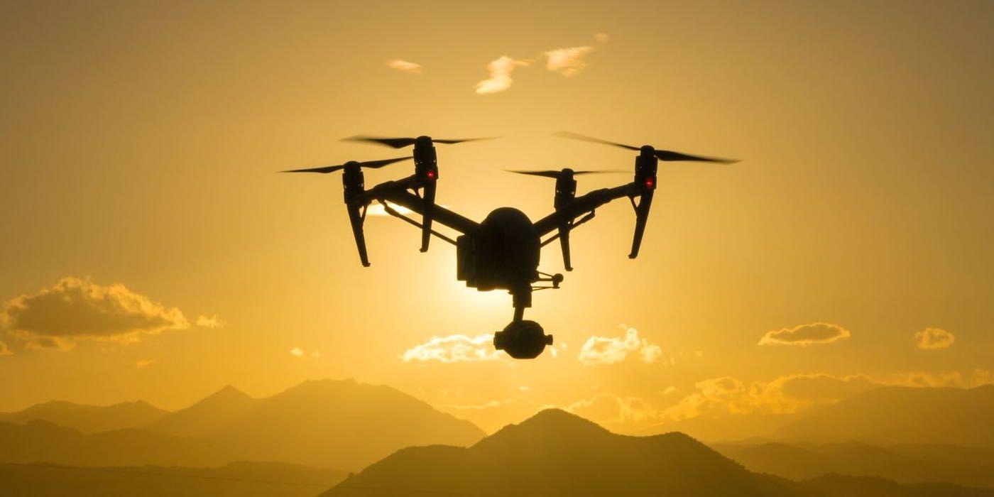 vista en el atardecer de un drone inspire 2