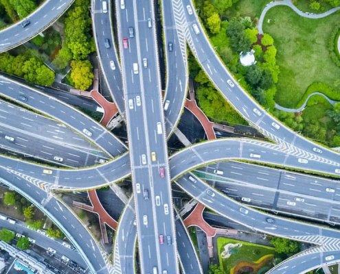 xnudo de carretera vigilada por servicios con drones para el control del trafico