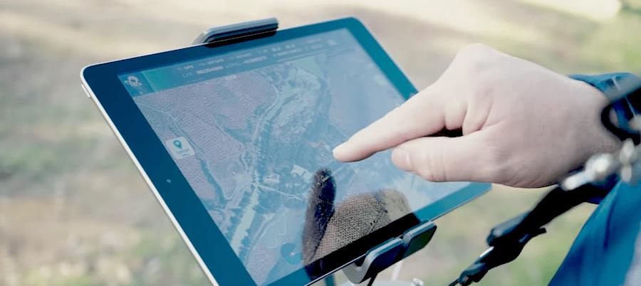 vista de ipad mostrando la grabacion del dron