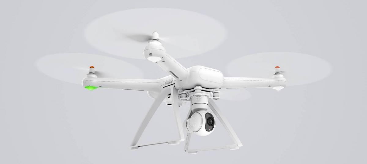 xiaomi mi drone 4k en vuelo con fondo gris
